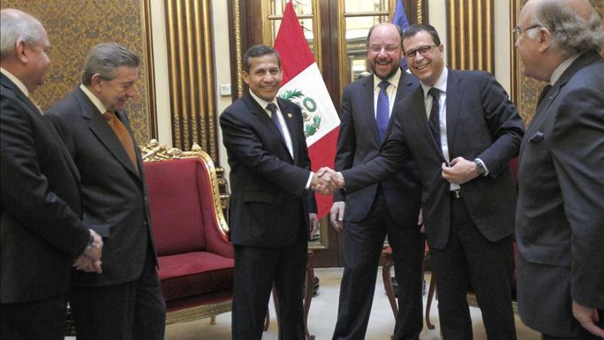 Humala recibe en Lima a los ministros de Exteriores y Defensa de Chile