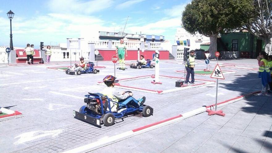 En la imagen, actividad realizada con escolares en Tijarafe en el marco del proyecto San Bernardo de Segurida Vial.