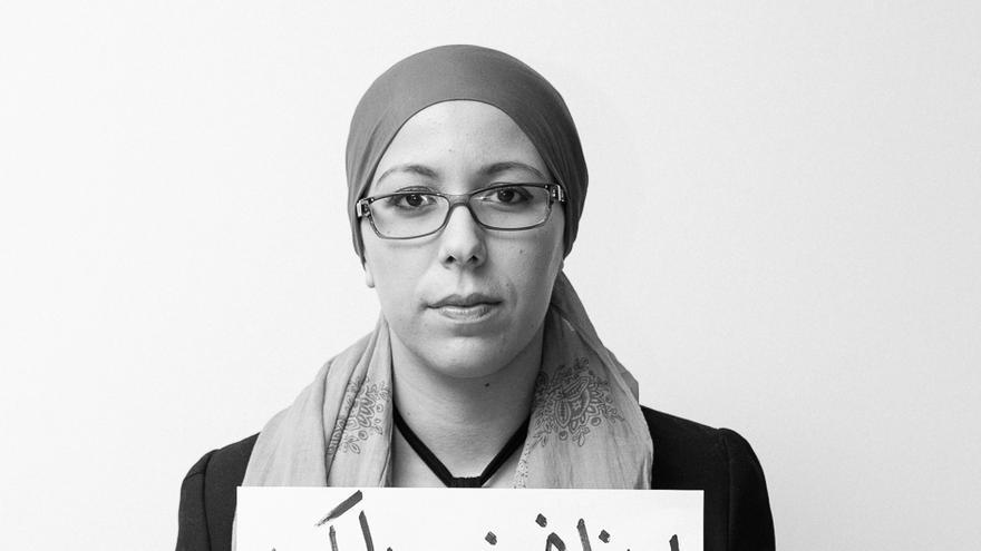 """""""Nosotros vigilamos al Gobierno, no al contrario"""" Mensaje de la bloguera marroquí Zineb Belmkaddem durante el encuentro de blogueros árabes en Ammán: Fuente: 7iber"""