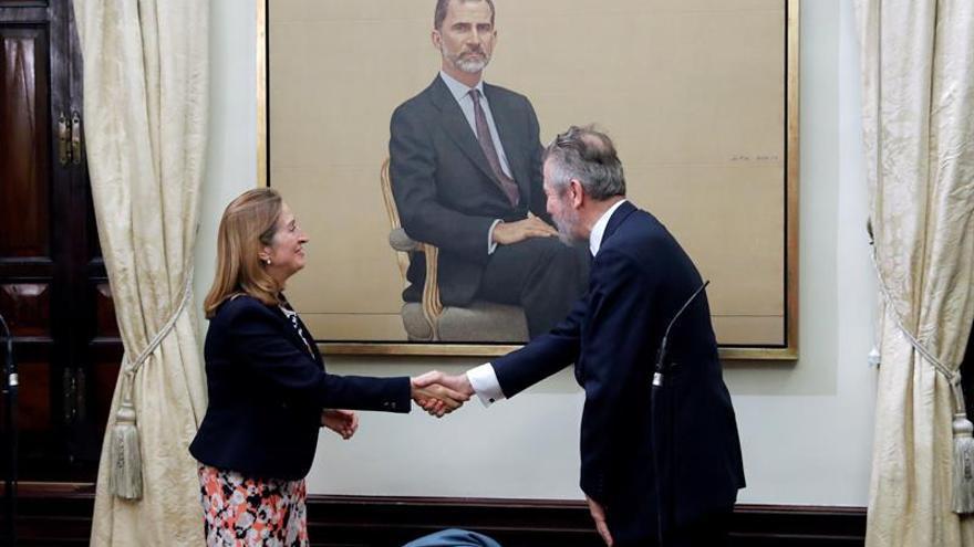 "Hernán Cortés retrata para el Congreso a un Felipe VI que ""inspira confianza"""