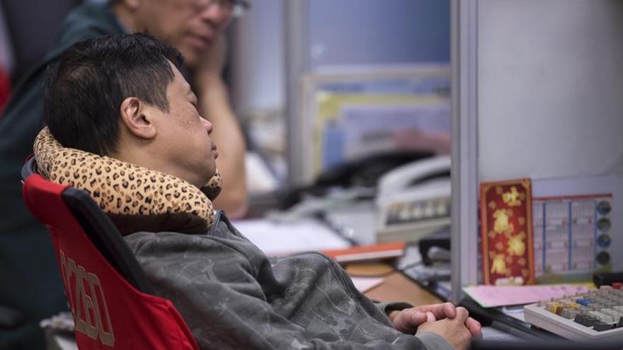 El Hang Seng suma un 0,45 por ciento a media sesión