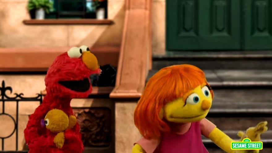 Julia y Elmo en 'Barrio Sésamo'