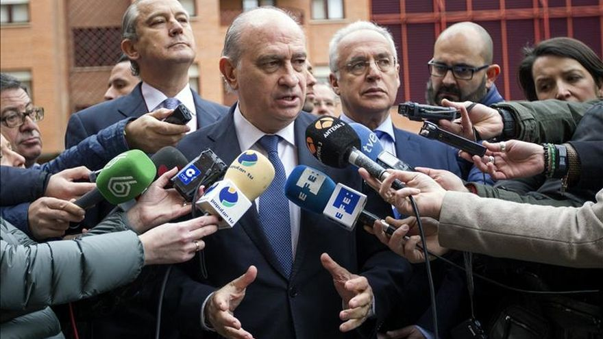 El ministro en funciones Fernández Díaz dice que ETA espera como agua de mayo a PSOE y Podemos.