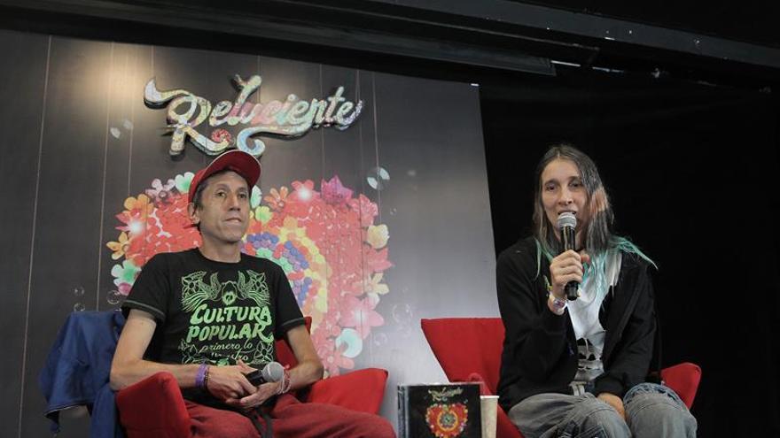 Aterciopelados recorre a ritmo de rock mestizo sus éxitos 'relucientes'