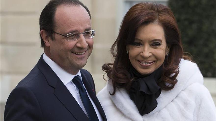 Hollande saluda a Fernández a días del cambio de Gobierno en Argentina