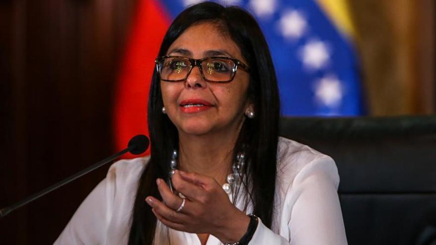 """La canciller venezolana rechaza que Francia pretenda """"dar órdenes"""" a su país"""