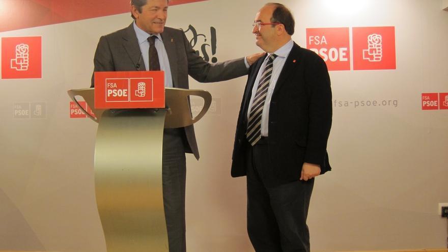 """Iceta dice que su posición de votar """"no"""" en la investidura de Rajoy """"no ha cambiado"""" tras reunirse con Javier Fernández"""