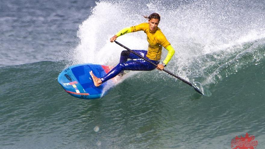 Iballa Ruano compitiendo en una prueba de Paddle Surf
