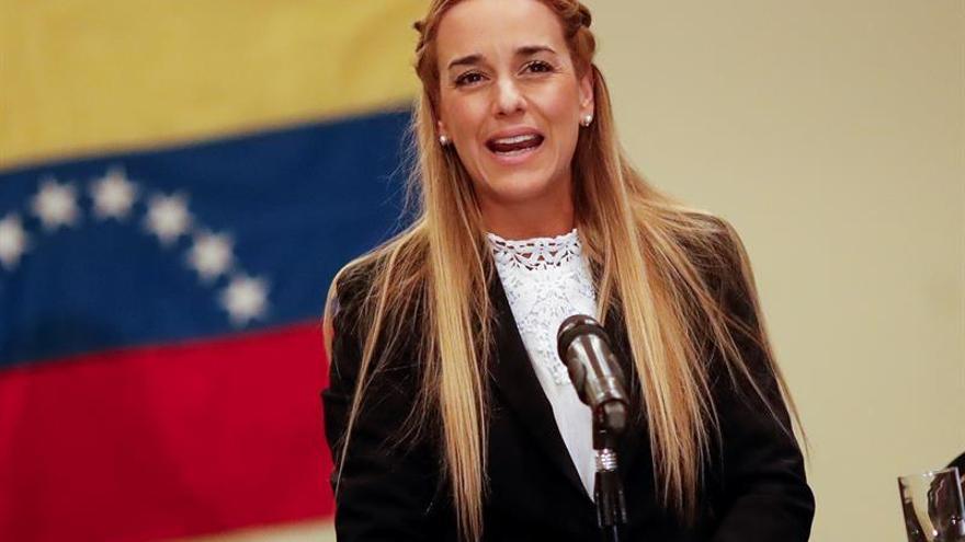 Lilian Tintori cree que la consulta opositora rescatará la democracia venezolana