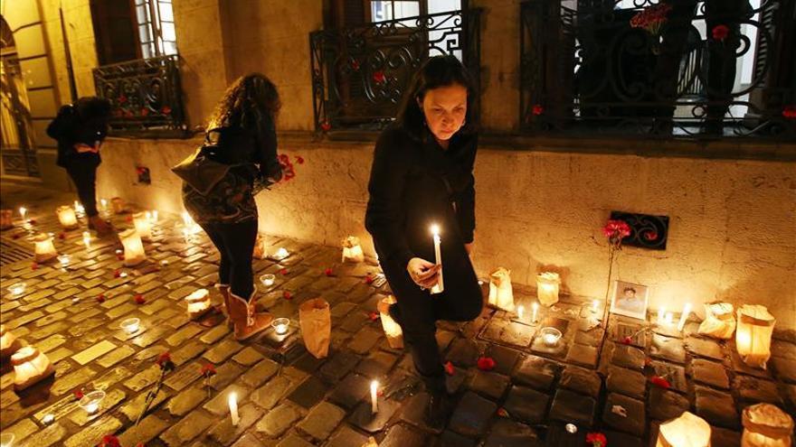 Chilenos recuerdan a las víctimas de Pinochet en el principal centro de detención