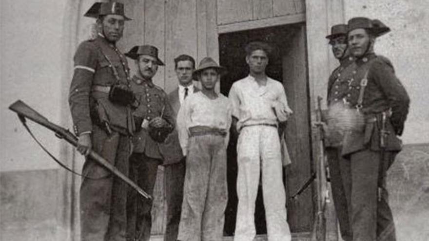 Detenidos durante el alzamiento nacional.