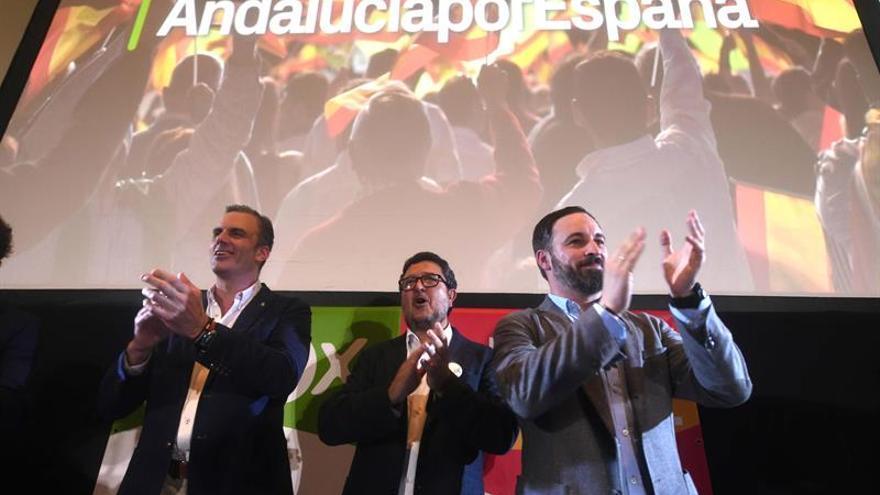 Los dirigentes de Vox Javier Ortega Smith, Francisco Serrano y Santiago Abascal.