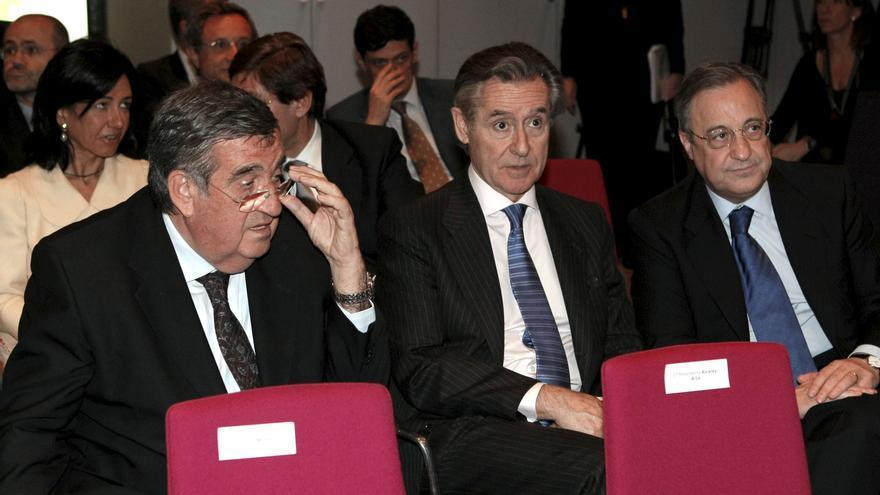 El expresidente de Caja Madrid Miguel Blesa, junto al presidente del Real Madrid, Florentino Pérez, en 2008 / EFE