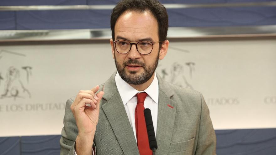 """El PSOE rechaza la moción de censura de Pablo Iglesias, al que acusa de """"mala fe"""" y de """"deteriorar"""" a la oposición"""