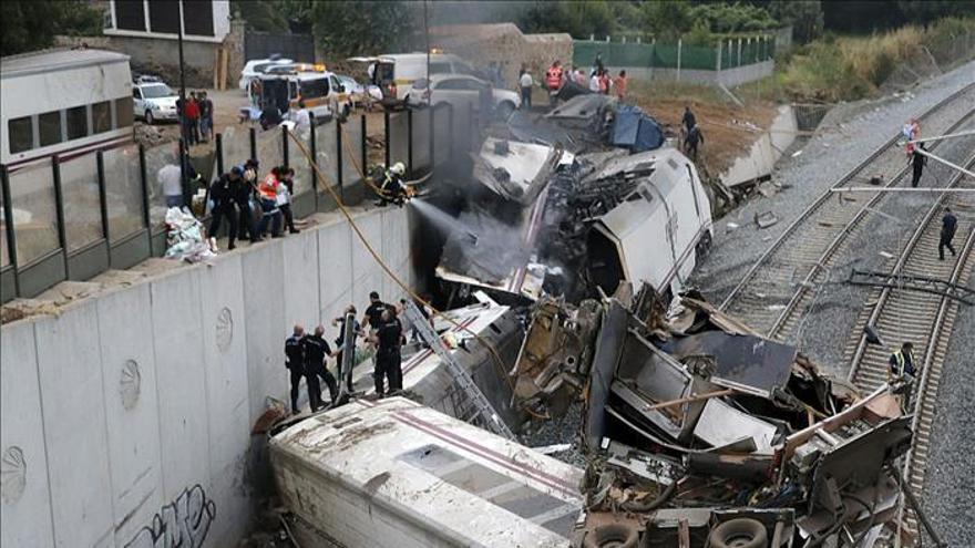 """Las víctimas del Alvia acusan al Gobierno de querer """"enterrar"""" el accidente"""