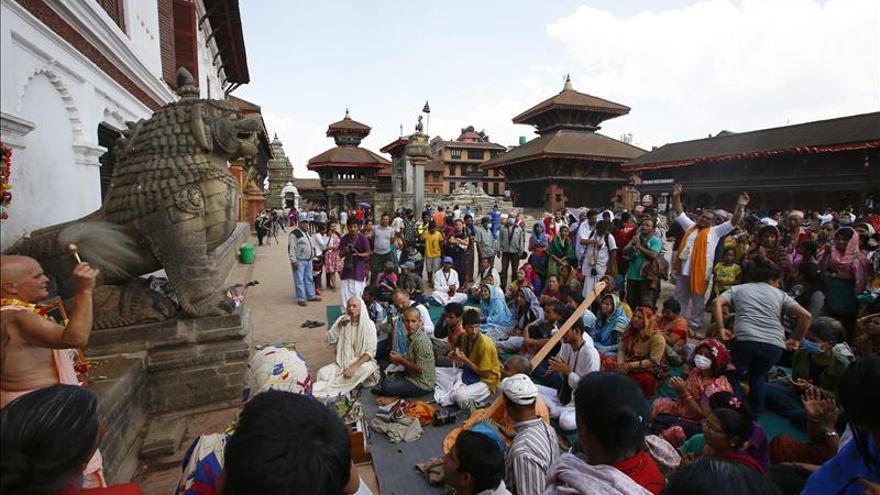 Militares de la UME y miembros de la Guardia Civil llegan a Nepal