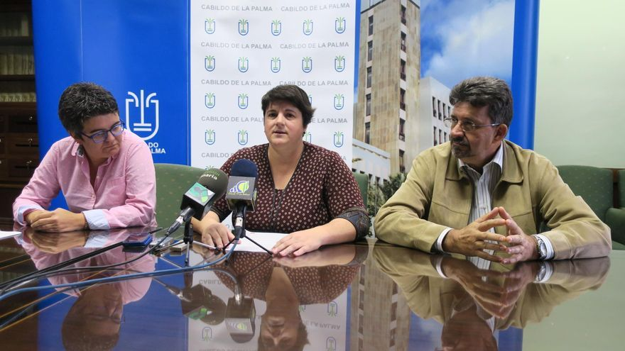 La consejera de Deportes y Juventud del Cabildo de La Palma, Ascensión Rodríguez (c); el presidente del ICHH, Ángel Luis Castilla; y la responsable de Promoción del ICHH, María Elsa Brito.