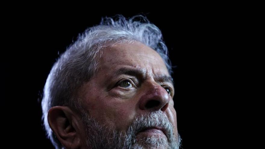 Juez del Supremo de Brasil pide más tiempo para analizar un recurso sobre la libertad de Lula