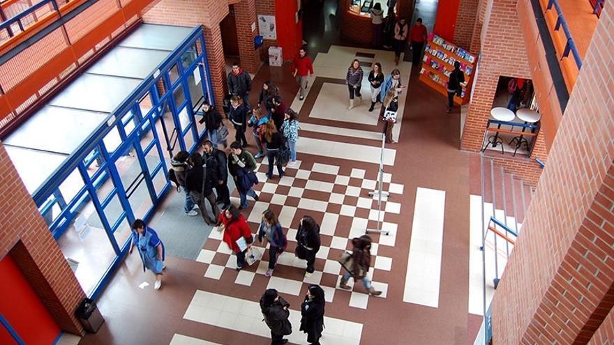 El rector valora positivamente que la UC mantenga el número total de alumnos a pesar de la caída de población