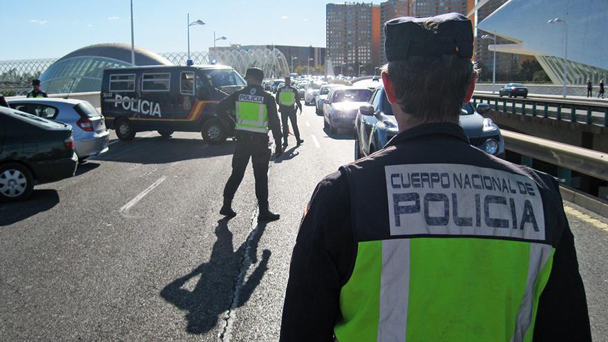 Uno de los controles que la Policía Nacional viene realizande en Valencia en los últimos días