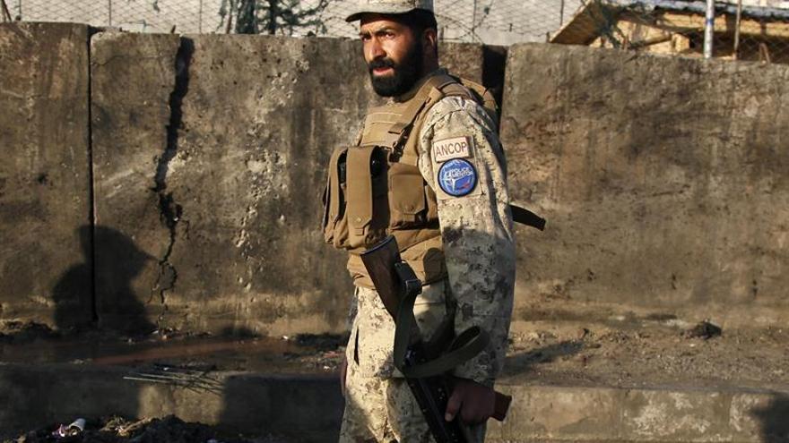 Un talibán suicida ataca con explosivos un vehículo de la Policía en Kabul