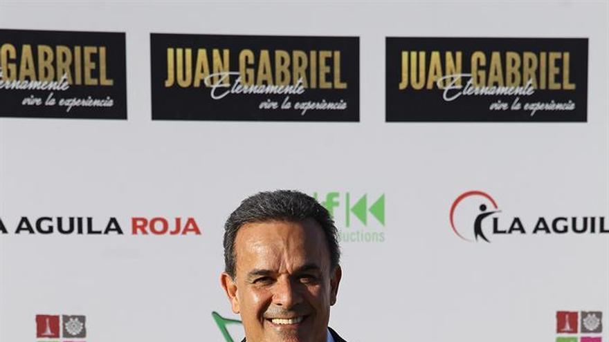 Juan Gabriel vuelve a emocionar a seguidores seis meses después de su muerte