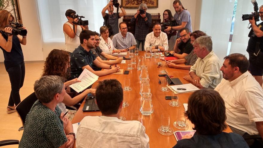 PSN, Geroa Bai, Podemos e I-E negocian ya en siete mesas un acuerdo de Gobierno y EH Bildu reclama que hablen con ellos