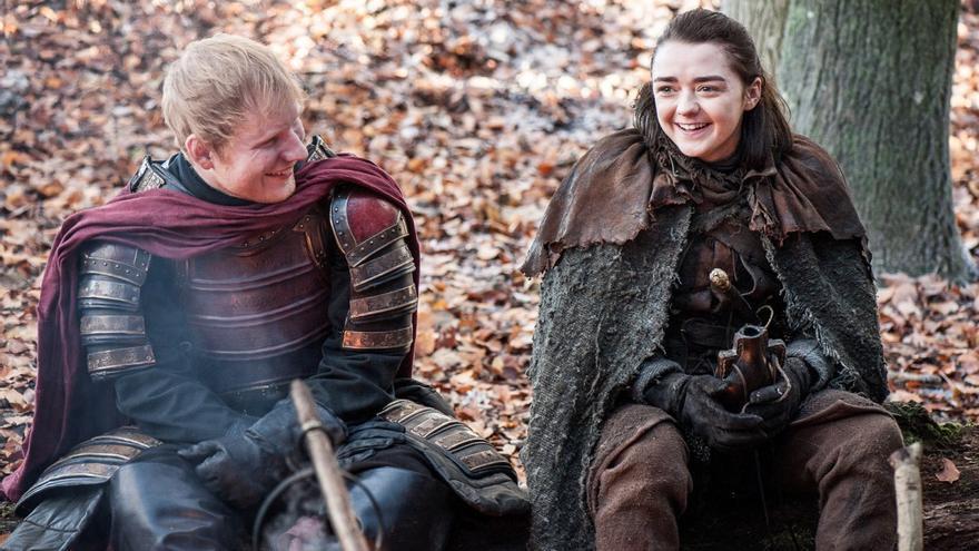 Arya y Ed Sheeran en su extraño cameo tras la matanza