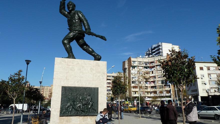 El centro de Tirana está repleto de alegorías heroicas sobre la historia albanesa. marc valdener