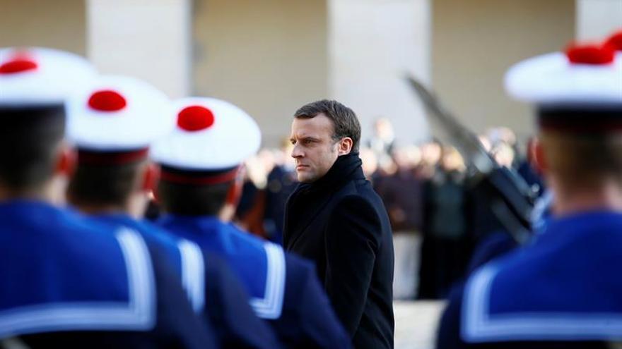 Macron gana el premio Carlomagno, que reconoce el compromiso por Europa