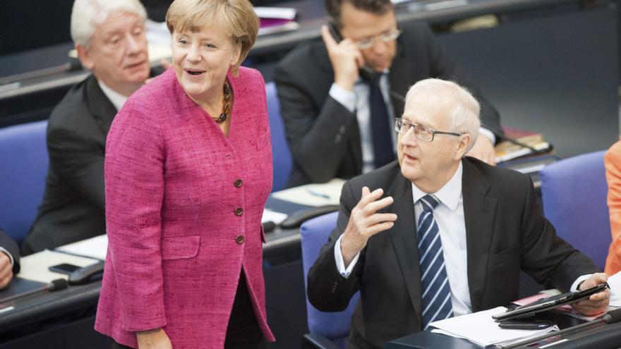 Merkel se erige en factor estabilizador, también ante la violencia radical