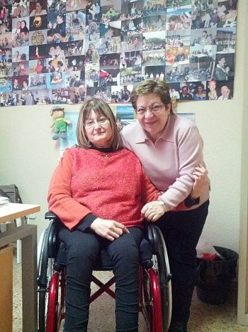 Teresa -a la izquierda-, presidenta de Frater Madrid, y María, responsable de ocio y cultura de la asociación | Foto: S.M.