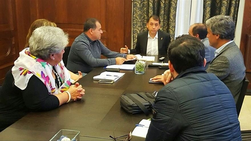 Reunión del alcalde y representantes de la Asociación para la Defensa del Patrimonio Histórico y Cultural de Santa Cruz de Tenerife