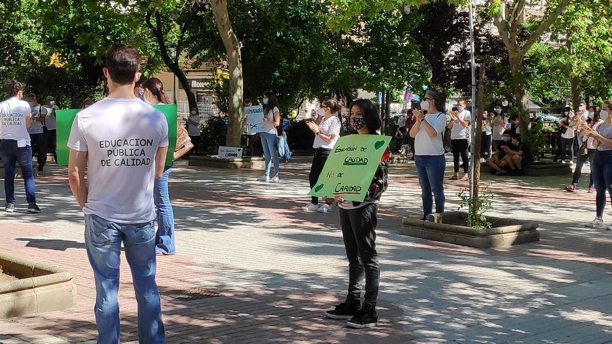 Concentración en Cáceres por la enseñanza pública