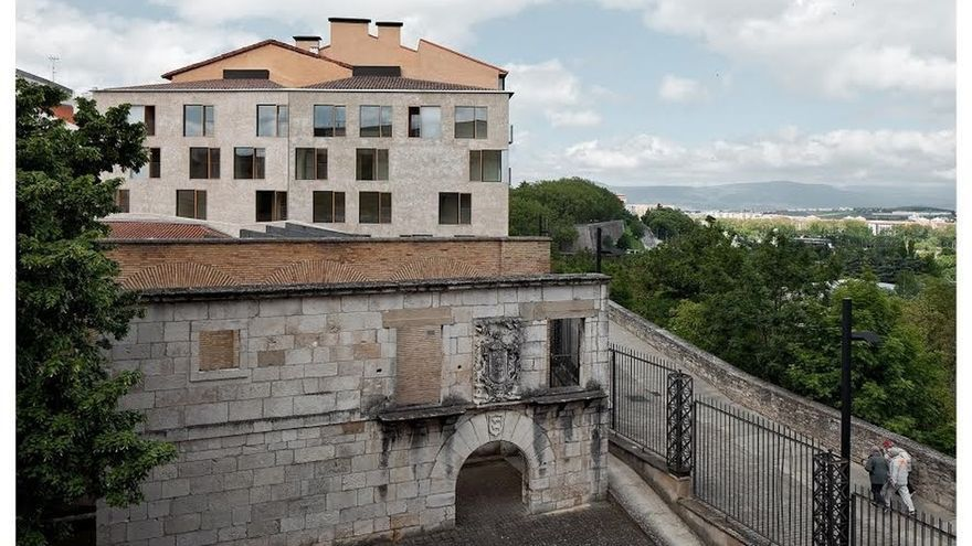 El edificio de viviendas para realojo de la calle Descalzos, 24, candidato a los premios Construmat 2015