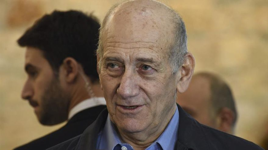 El exprimer ministro Olmert sale de prisión tras obtener la libertad anticipada