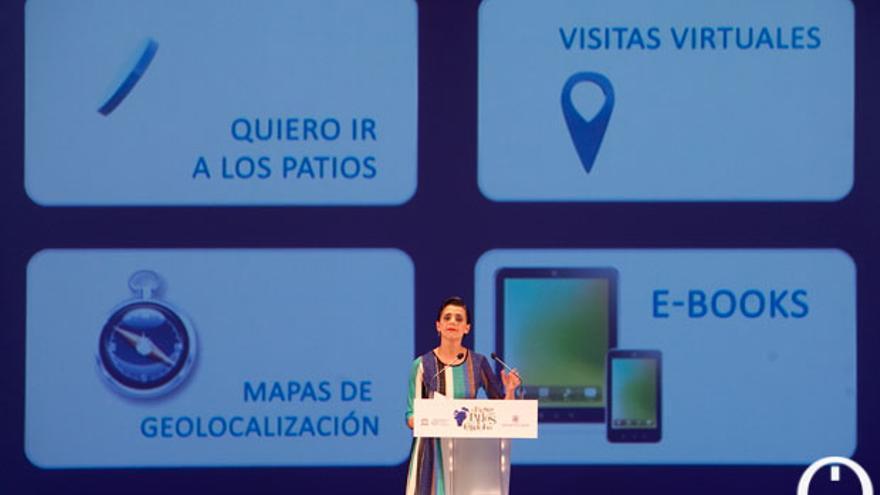 Macarena Gómez presentando la plataforma digital de los patios