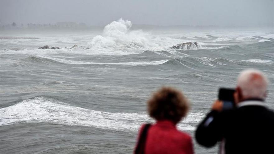 Hasta 36 provincias están hoy en alerta por lluvia, viento o fuerte oleaje