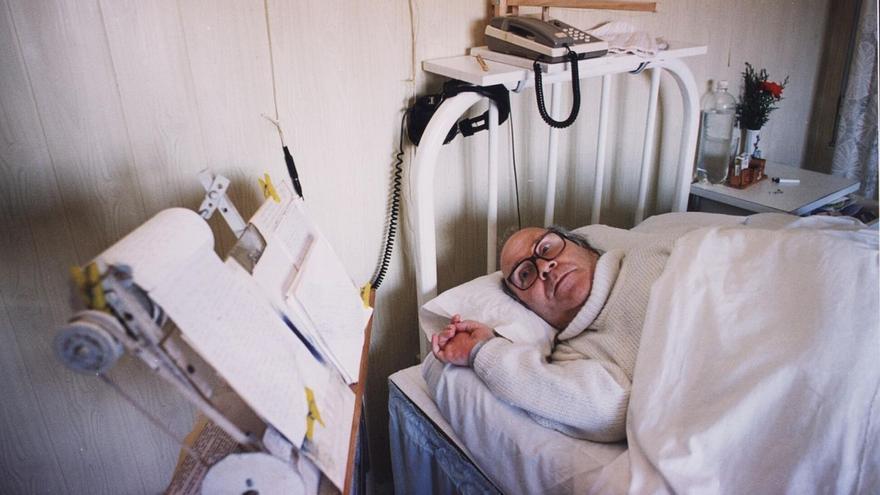 La historia de Ramón Sampedro, tetrapléjico, abrió el debate sobre eutanasia en España.