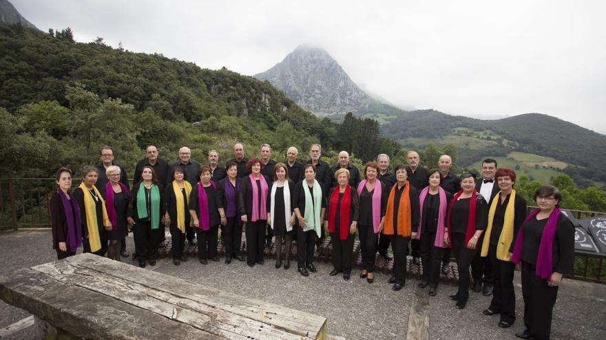 El Coro Covalanas de Ramales de la Victoria cumple diez años. | César Gómez Revilla