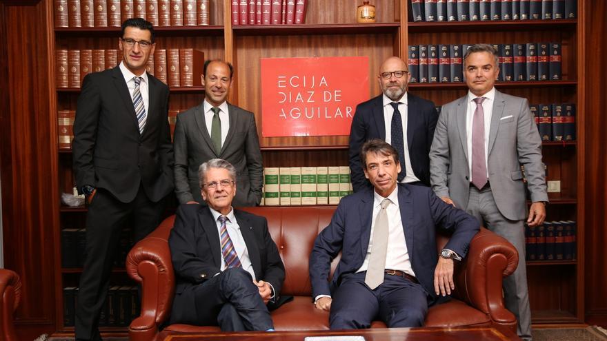 De arriba a abajo y de izquierda a derecha: Hugo Écija, Hugo Ecija, David Sánchez, Juan Salmerón, Yeray Alvarado, Julio Pérez e Ignacio Díaz Aguilar,(ALEJANDRO RAMOS)