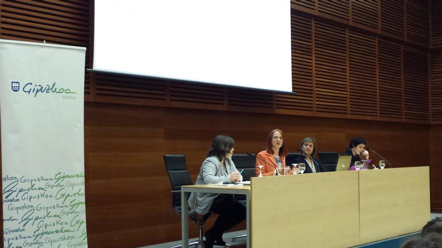 Elisabeth Klatzer durante un debate en las jornadas ¿Tiene sexo la política presupuestaria?
