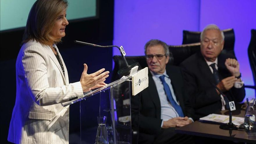 La estrategia de empleo joven ha facilitado trabajar a 530.000 personas, según Báñez
