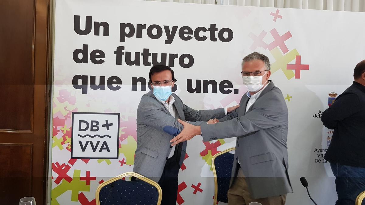 El alcalde de Villanueva de la Serena, Miguel Ángel Gallardo, y el alcalde de Don Benito, José Luis Quintana, en la presentación este lunes del proyecto de unión de ambas ciudades