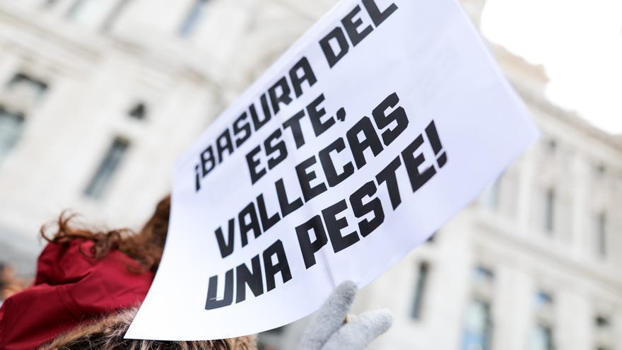 Una de las pancartas de los manifestantes contra la basura de la Mancomunidad del Este