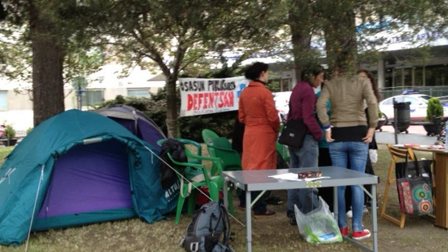 Acampada frente al Hospital de Txagorritxu
