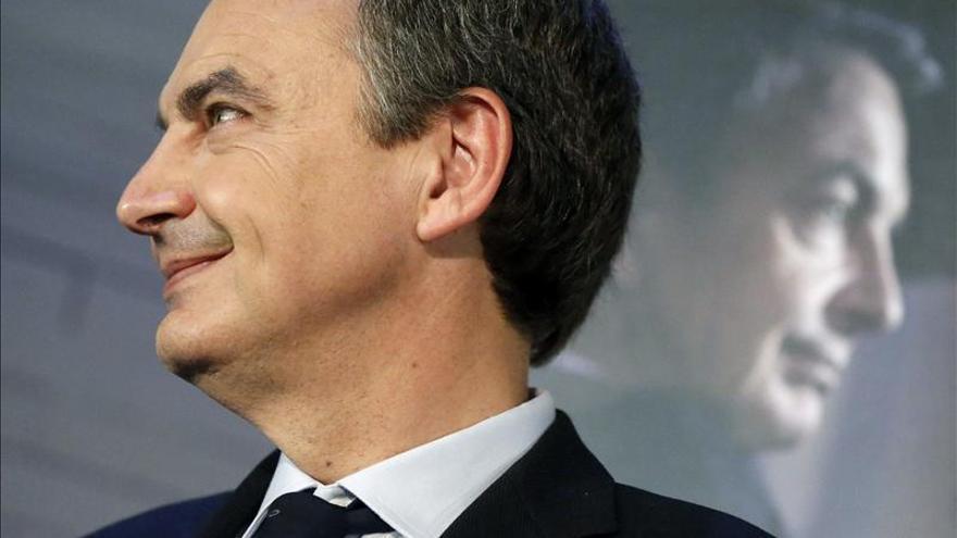 Zapatero insta a recuperar lo perdido en los pilares del Estado social
