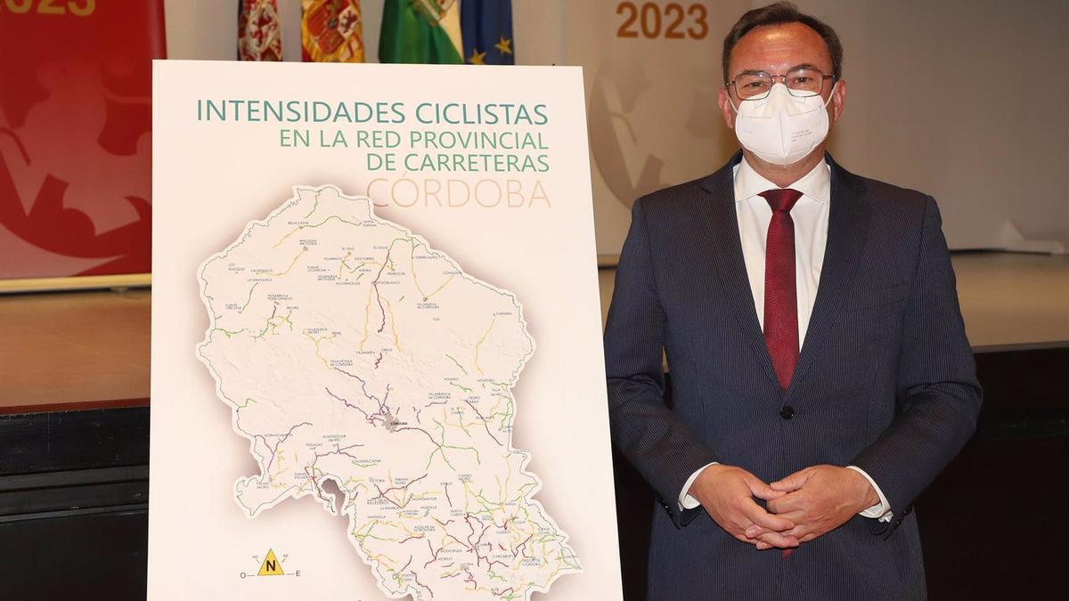 El delegado de Medio Natural y Carreteras de la Diputación de Córdoba, Francisco Palomares, en rueda de prensa.