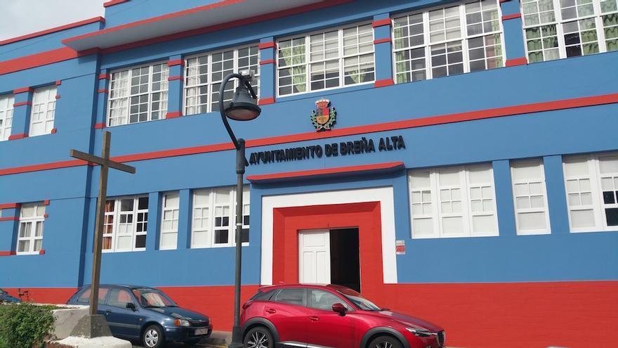 En la imagen, fachada principal del Ayuntamiento de Breña Alta.