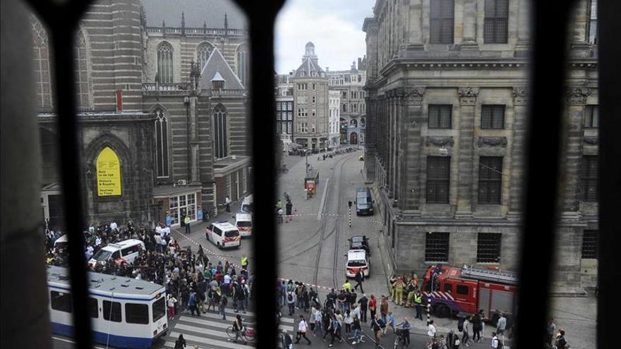 Vista de las calles de Ámsterdam muy cerca de la plaza Dam.
